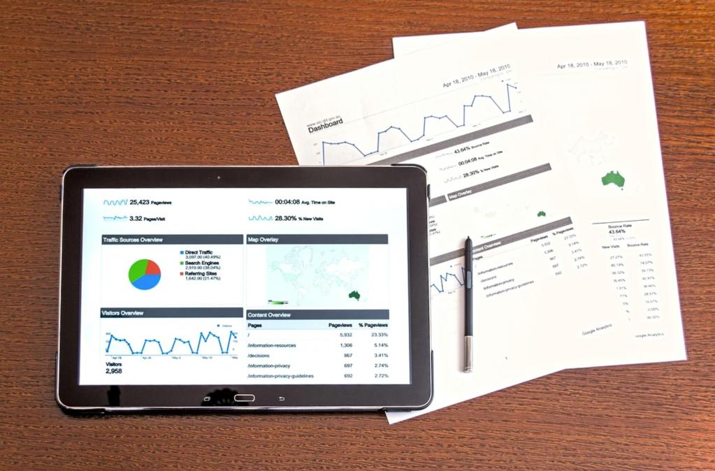 панель с аналитическими данными, пример работы специалиста, анализ данных